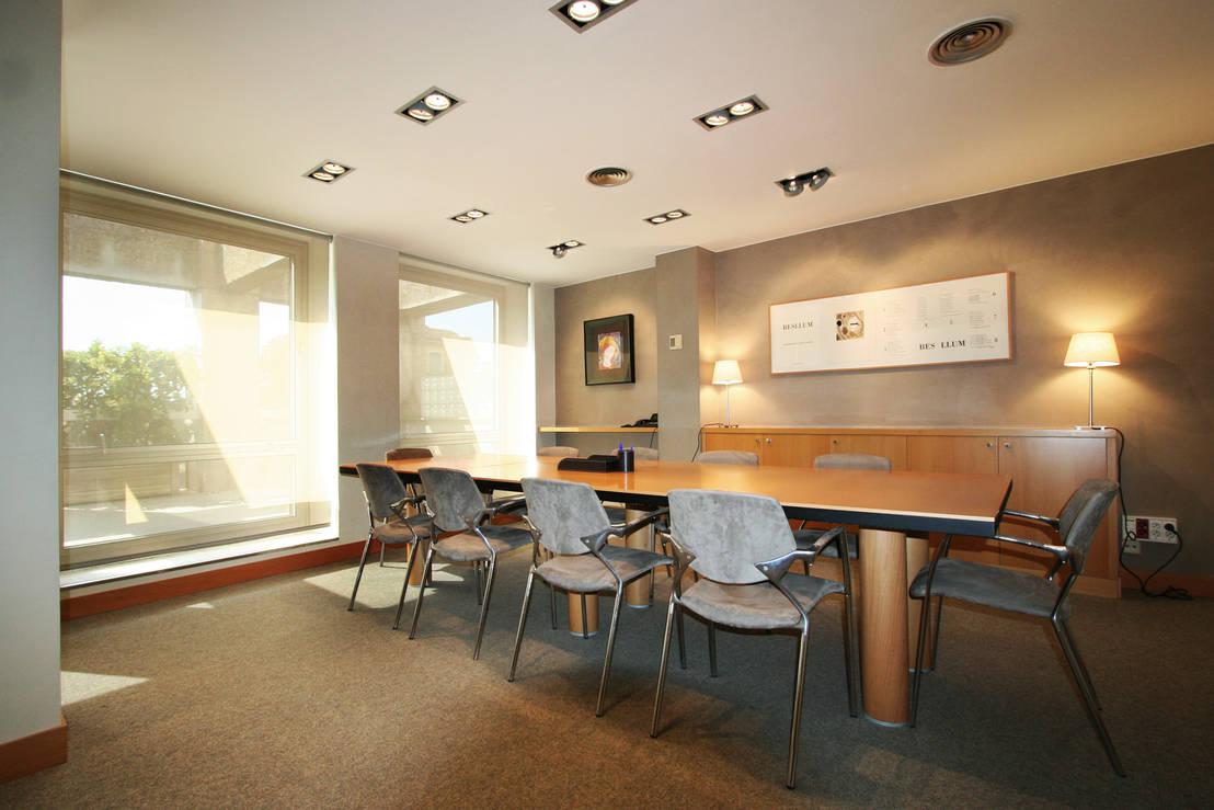 Gramona interiors oficina en rambla catalunya homify for Oficina qualitas auto barcelona