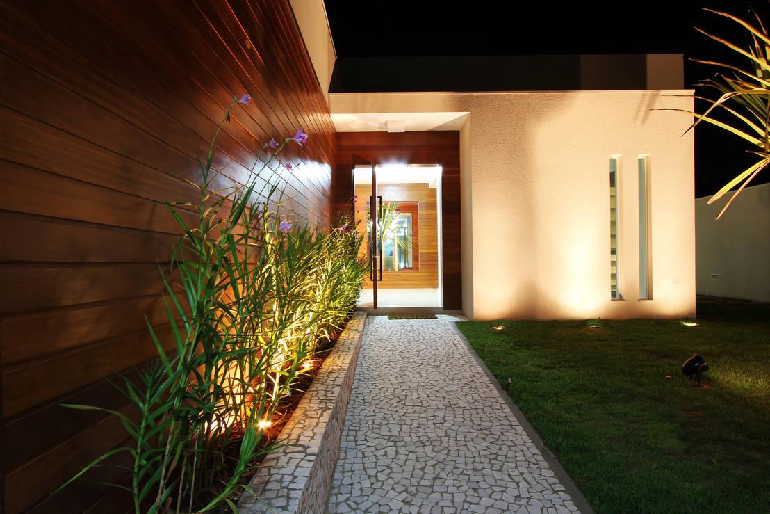 14 ideas para adornar con jardineras la entrada de tu casa On crea una entrada exterior a la casa