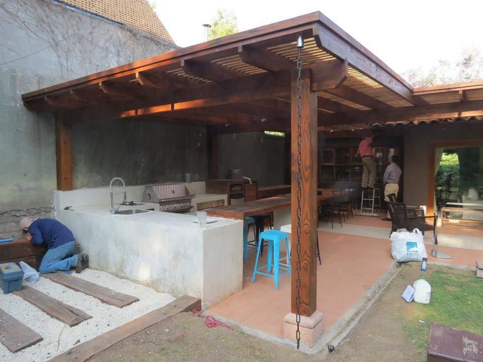 Construyeron su terraza con asador y qued genial for Tejabanes para terrazas