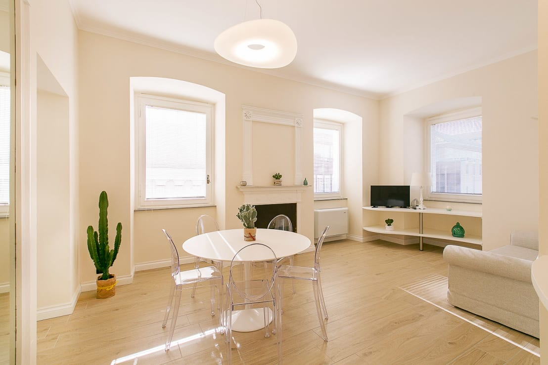 Un piccolo appartamento tra stile classico e moderno for Appartamento moderno