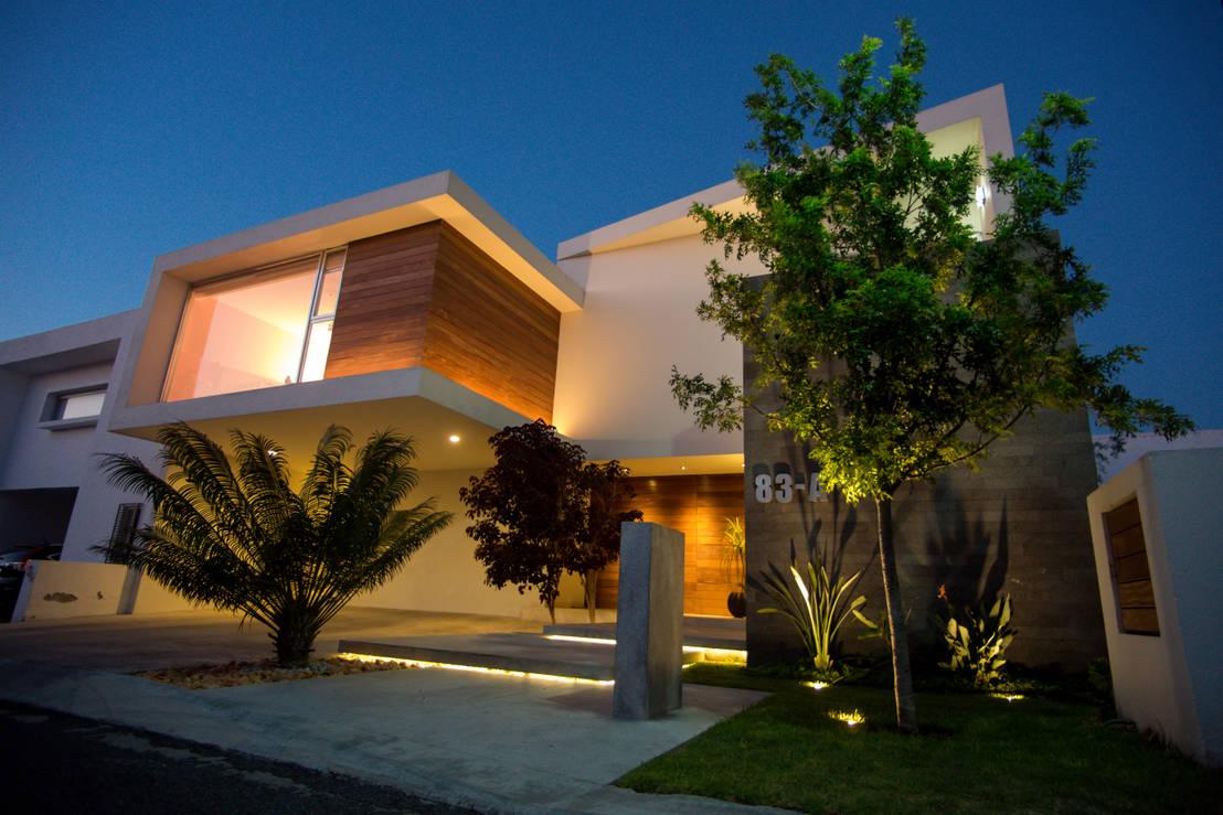 Casa moderna en quer taro espectacular homify for Fachadas de casas modernas en queretaro