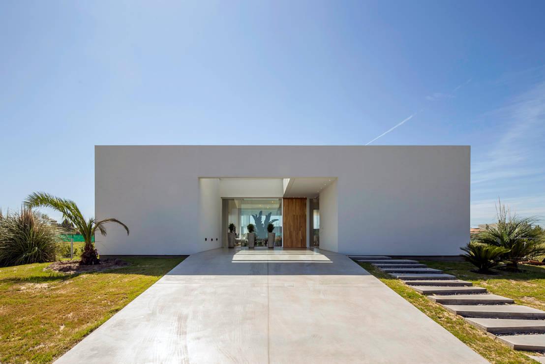 Las 10 mejores fachadas minimalistas for Mejores fachadas de casas modernas