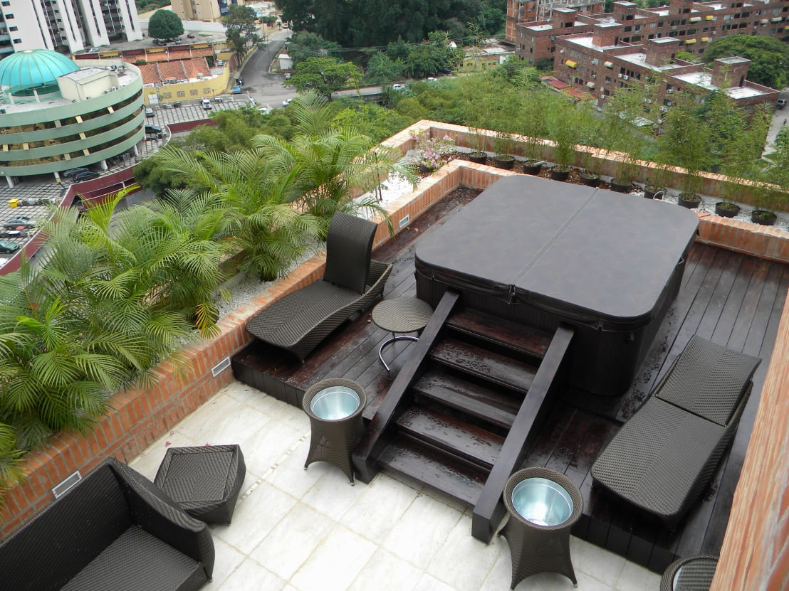 Pent house en res vald 39 osta de blue polygon c a homify for Terrazas con jacuzzi fotos