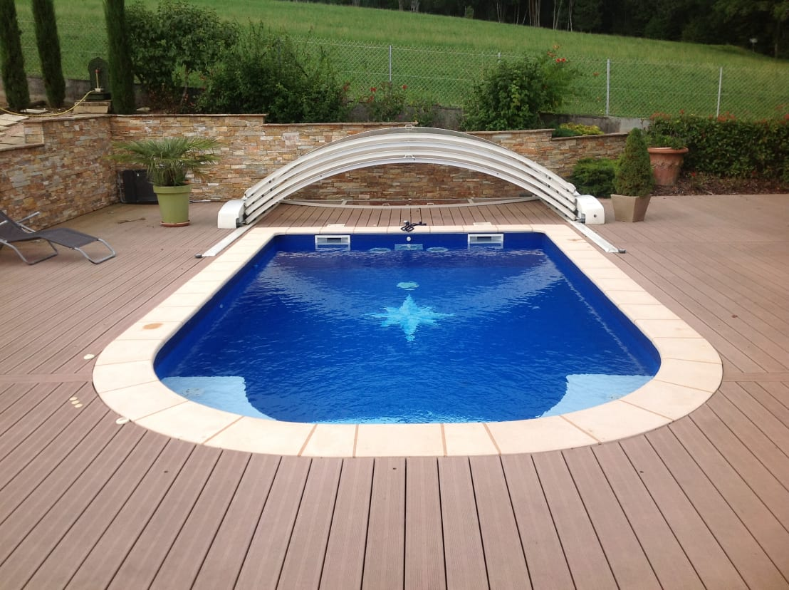 annecy piscines services constructions de piscines homify. Black Bedroom Furniture Sets. Home Design Ideas