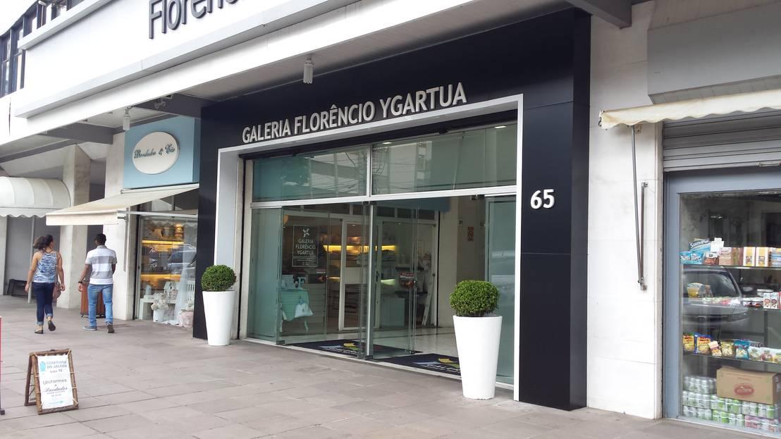 Fachada galeria comercial by expace espa os e for Homify galerias