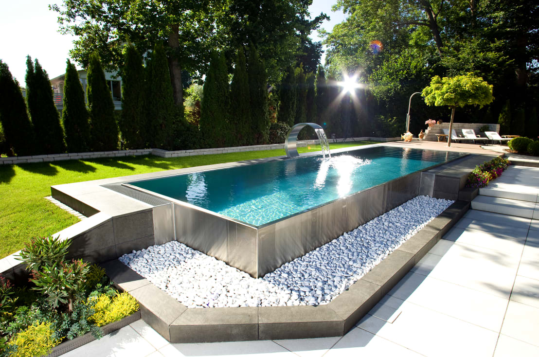 14 piscinas de acero inoxidable ideales para este verano for Piscinas pequenas medidas