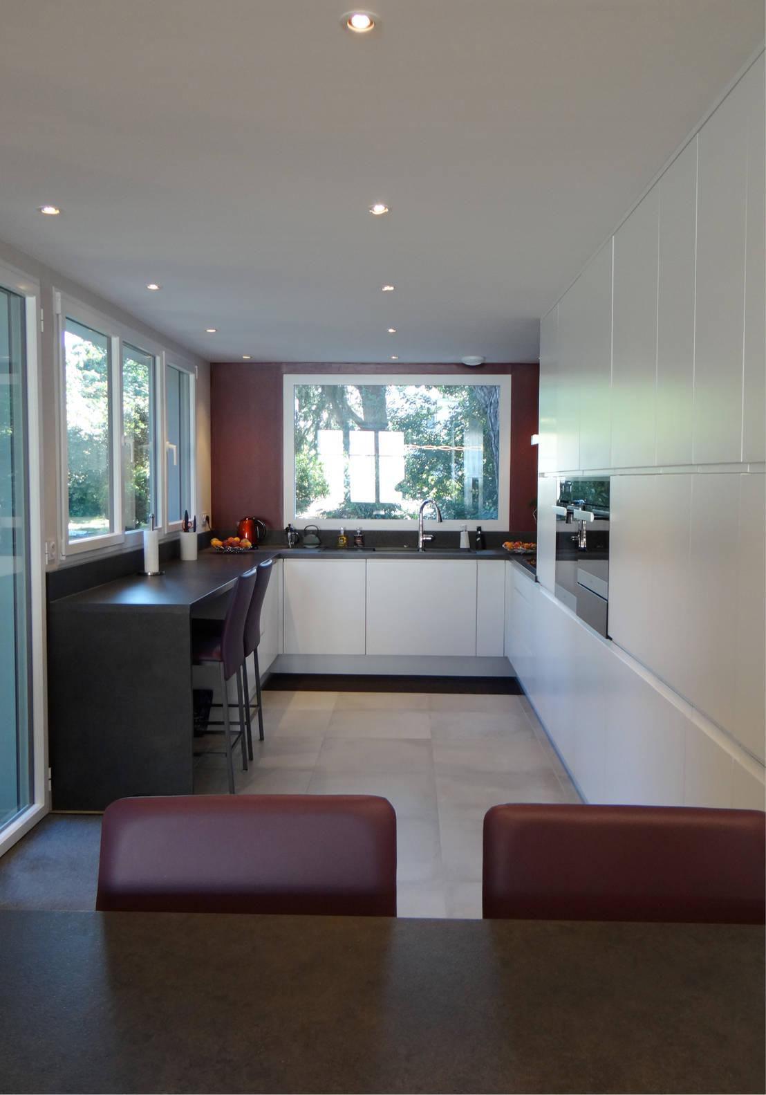 un amour de maison une immense cuisine bouguenais homify. Black Bedroom Furniture Sets. Home Design Ideas