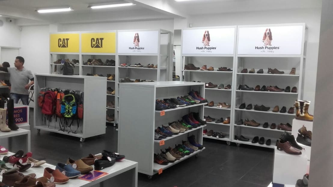 Mobiliario tiendas cheap las tiendas mexicanas de for Oficina qualitas auto madrid