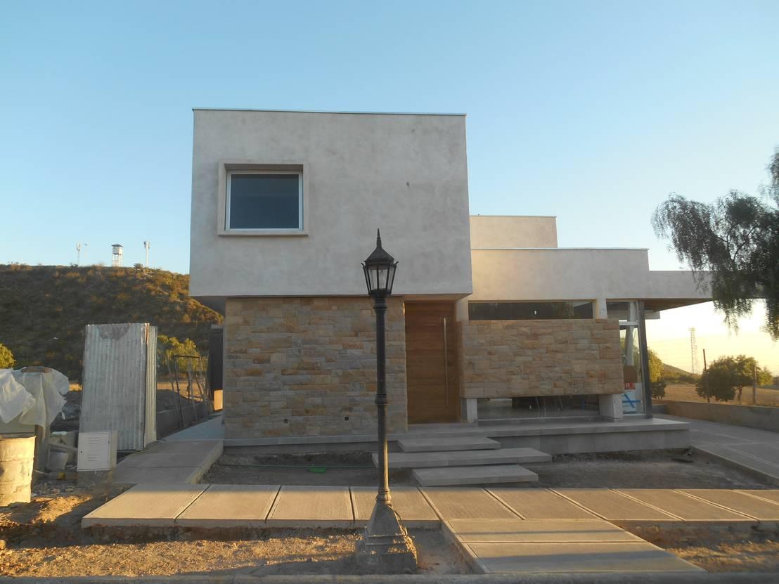 Desde mendoza una bella casa moderna con detalles en piedra for Casa moderna bella faccia