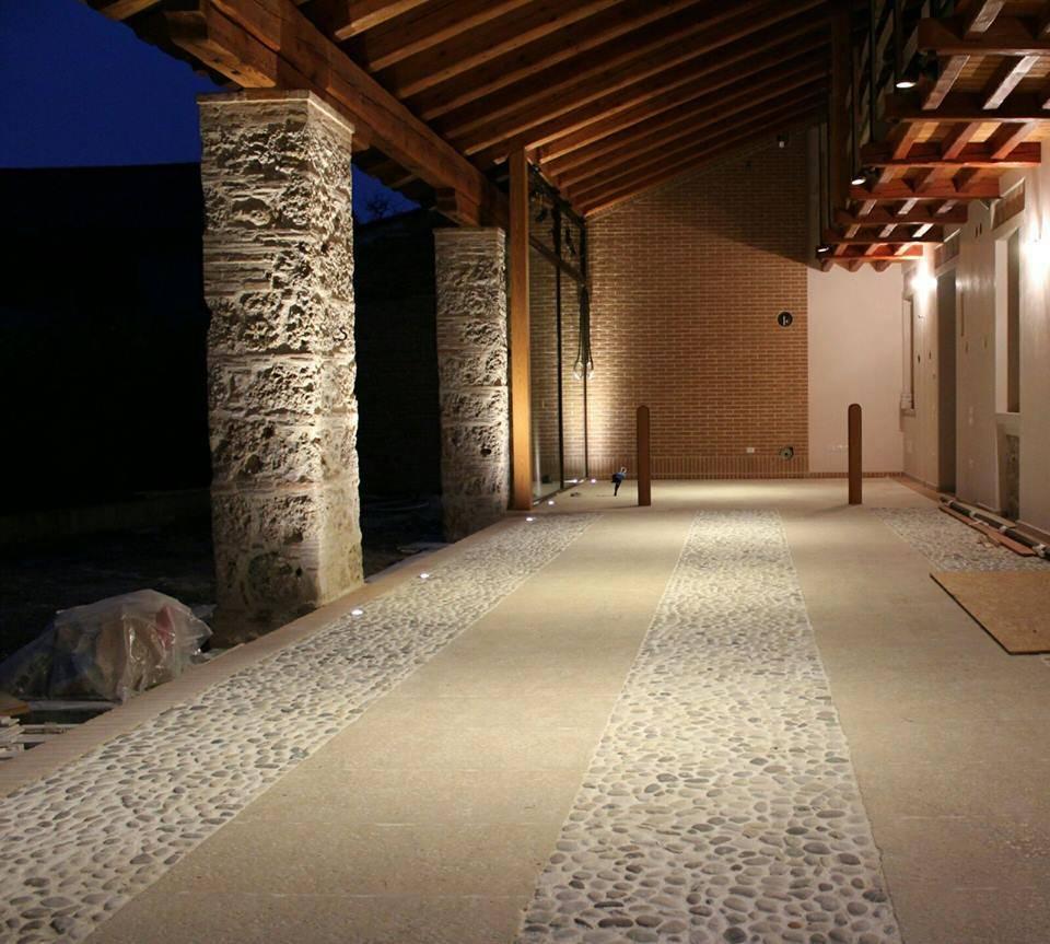 Illuminazione a led di un antica scuderia di mesretail for Case in stile california