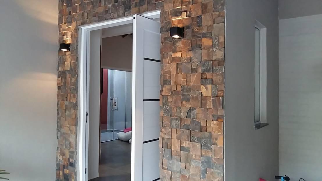 9 fachadas con piedra laja ideales para renovar tu entrada for Frentes de casas con piedras