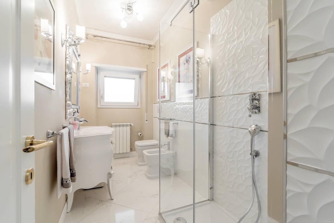 10 bagni piccoli che non hanno nulla da invidiare a bagni for Grandi bagni padronali