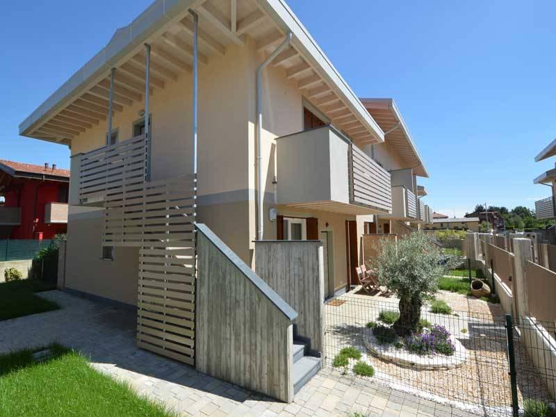 Uma casa moderna pr fabricada for Casa moderna bianca