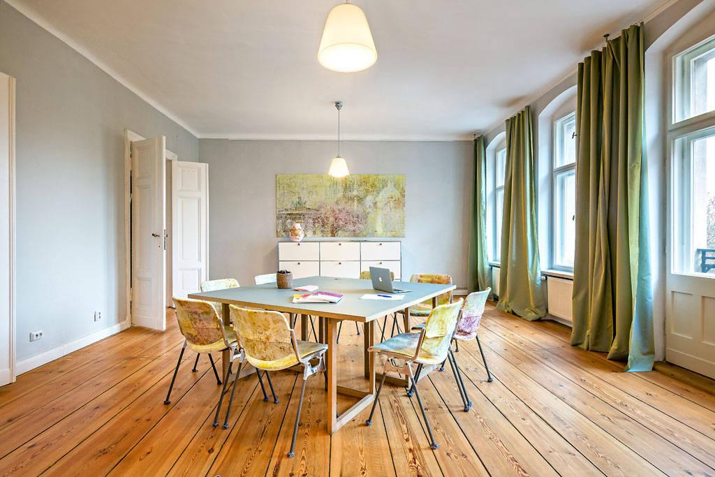 aussichtsreich b ro und seminarr ume in berlin mitte von conscious design interiors homify. Black Bedroom Furniture Sets. Home Design Ideas