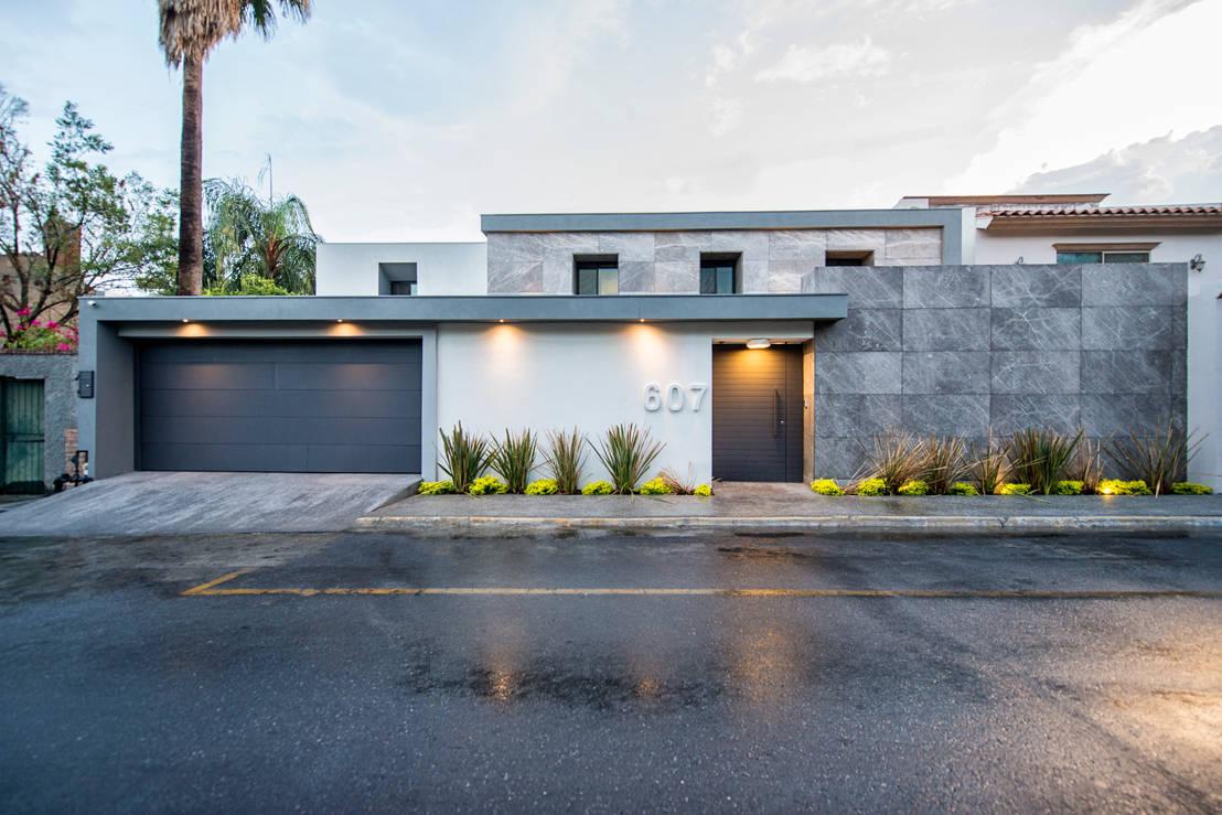 15 fachadas de casas con revestimiento de piedra for Frentes de casas modernas con piedras
