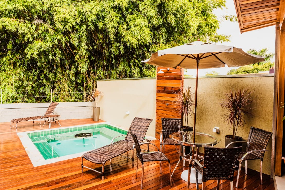 Woodworking how to build your own outdoor deck and pool for Build your own pool deck