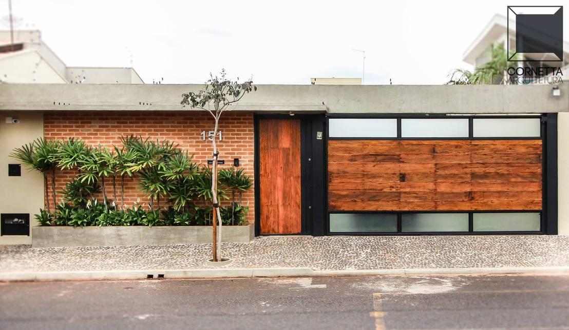 Casa com fachada discreta esconde uma bela varanda for Fotos de casas modernas brasileiras