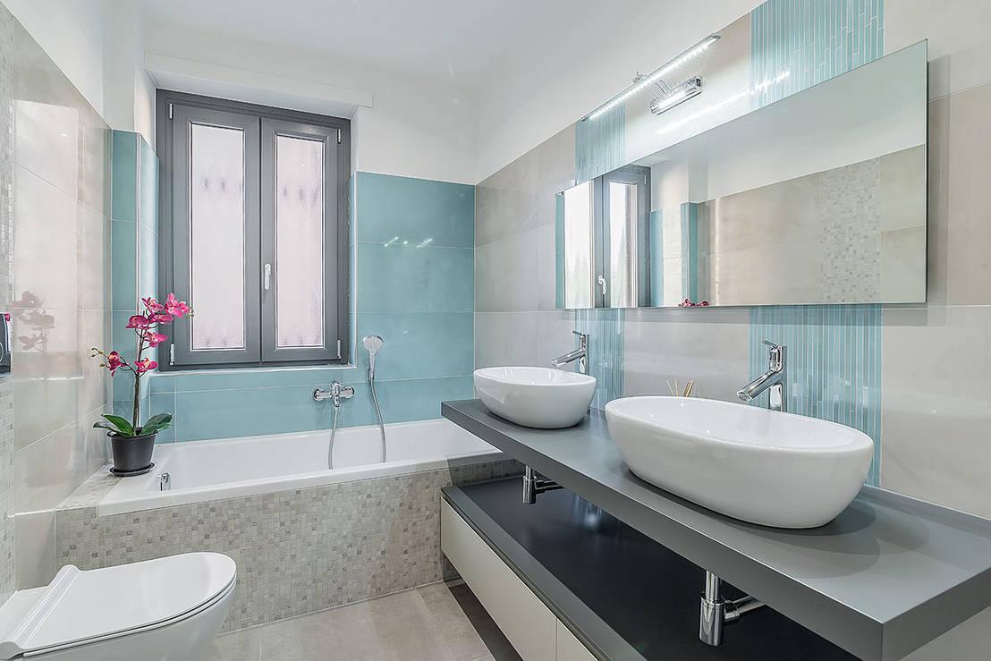 40 foto di bagni piccoli che non rinunciano alla vasca - Immagini arredo bagno ...