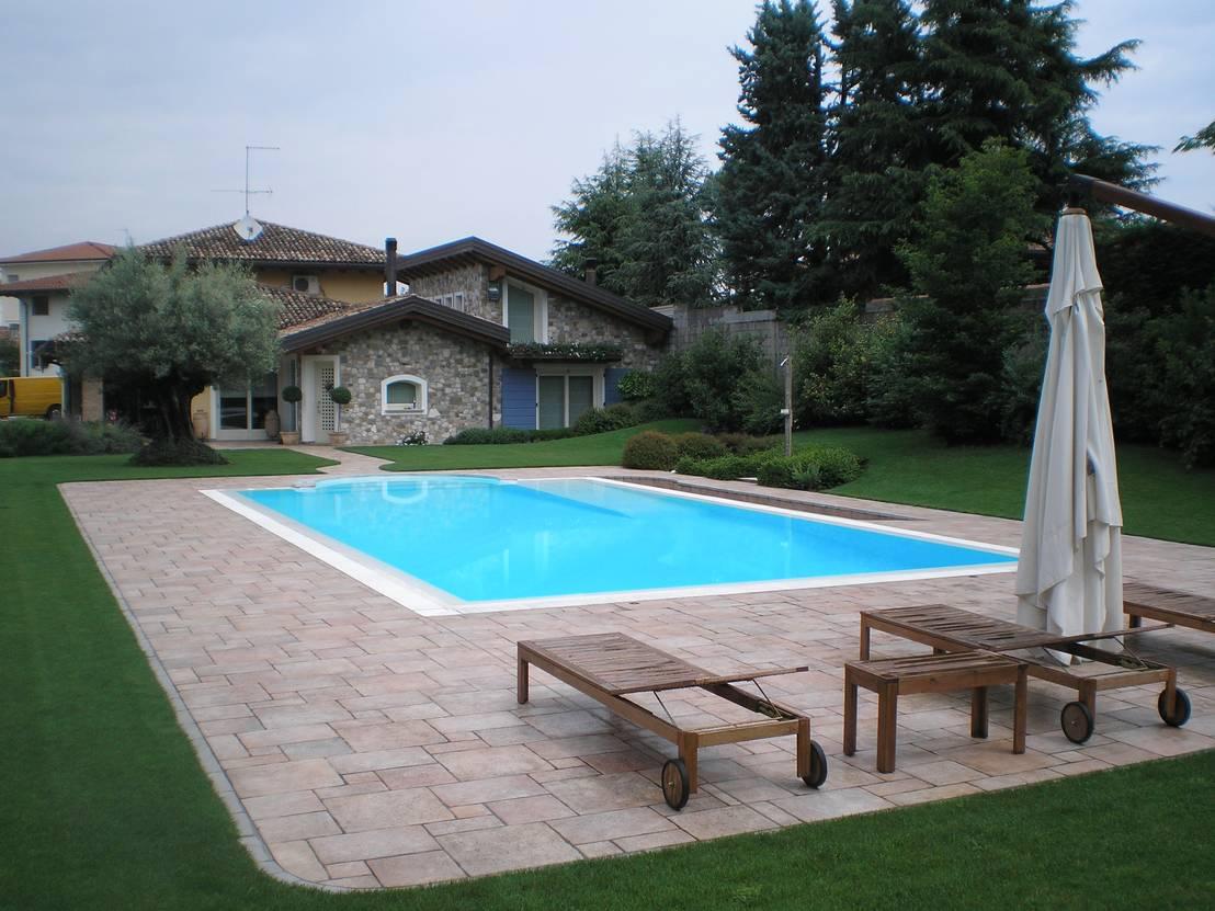 Piscina con rampa di accesso anche per persone - Aquazzura piscine ...