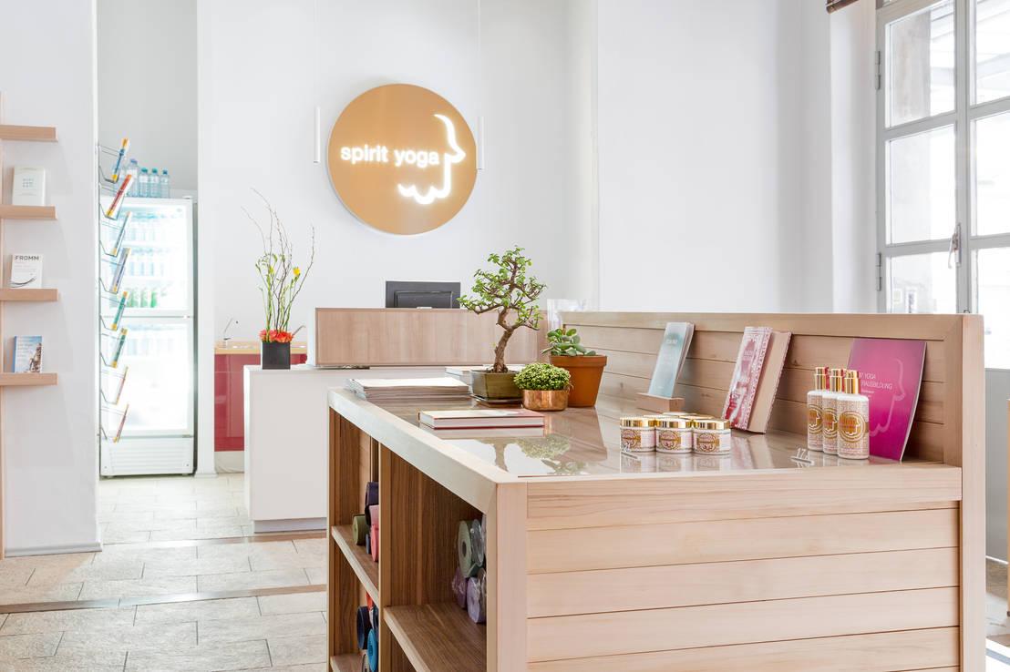 Eingangsbereich und shop spirit yoga von britta wei er for Innenarchitektur yoga