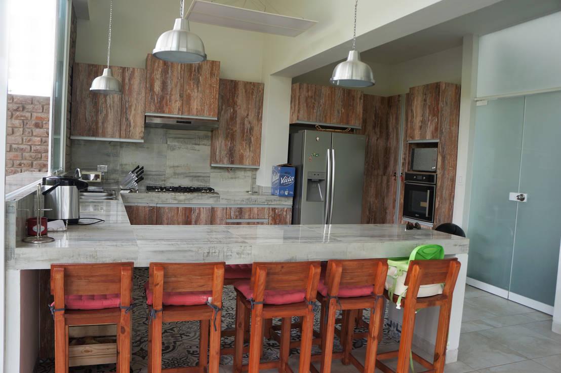 15 cocinas r sticas que te van a gustar para tu terraza for Cocina con barra de retorno