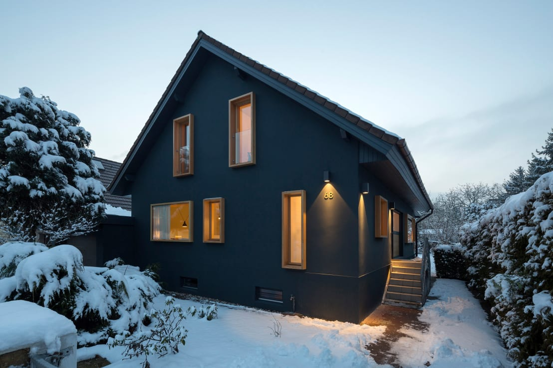 dieses einfamilienhaus ist von innen und au en unschlagbar. Black Bedroom Furniture Sets. Home Design Ideas