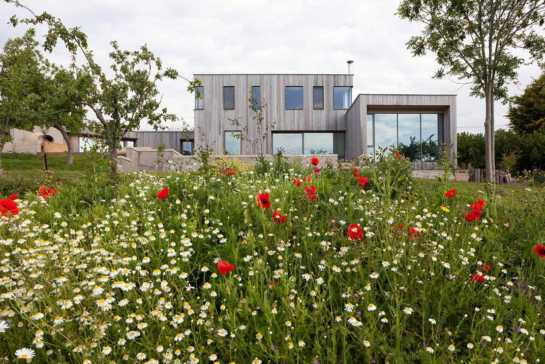 Landhausstil neu interpretiert modernes haus mit viel komfort for Modernes haus landhausstil