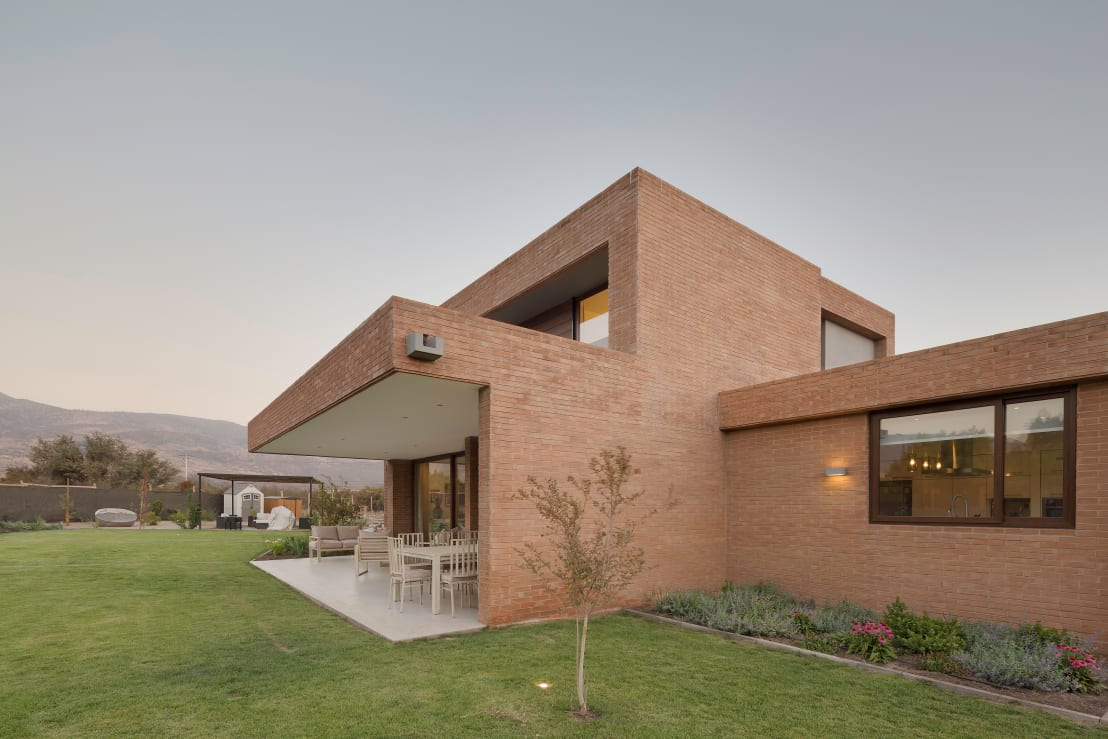 Esta moderna casa est perfecta para los amantes del for Casa moderna ladrillo