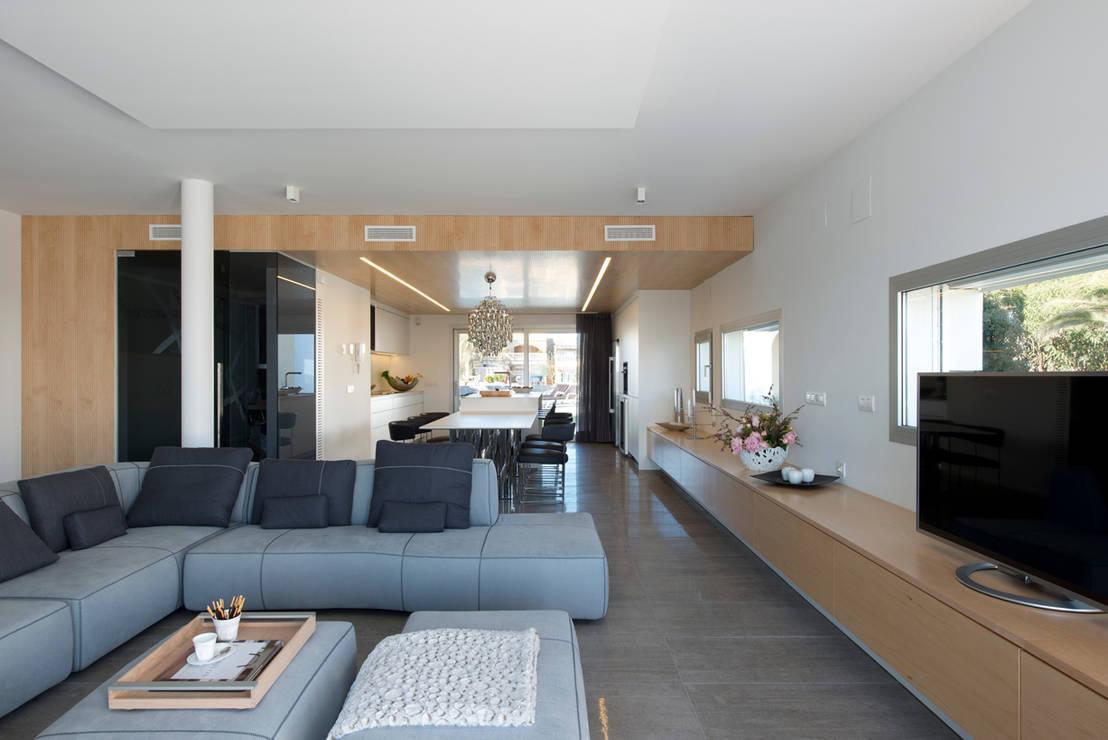 Una casa moderna che ha davvero tutto - Salones de estar ...