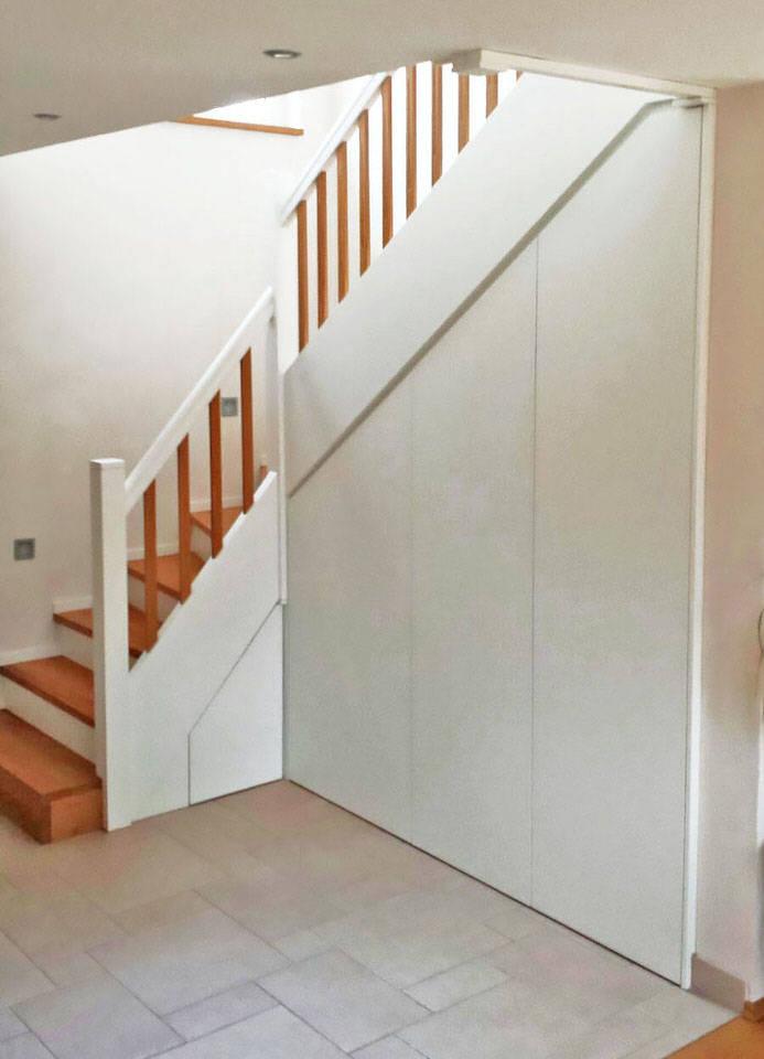 holztreppe mit treppenunterbau von schreinerei innenausbau fuchslocher homify. Black Bedroom Furniture Sets. Home Design Ideas