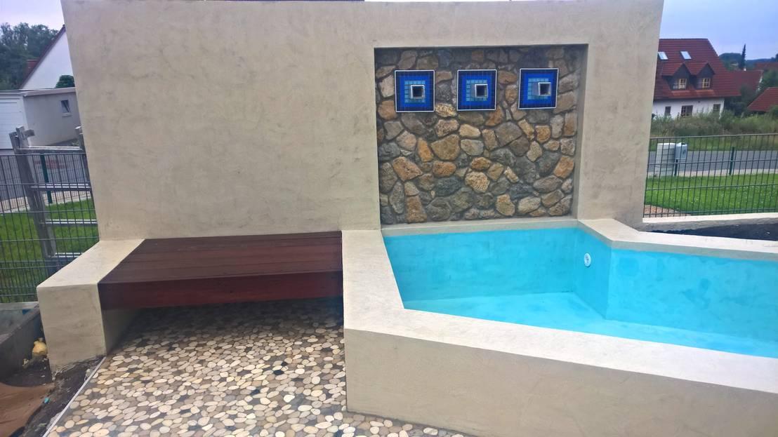 kleiner pool mit wasserfall terrasse und holzdeck von neues gartendesign by wentzel homify. Black Bedroom Furniture Sets. Home Design Ideas