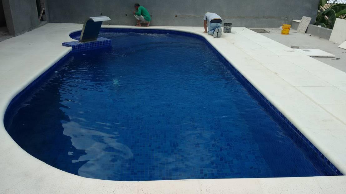 Piscinas em concreto por kauer arquitetura e design homify for Precio de piscinas de cemento