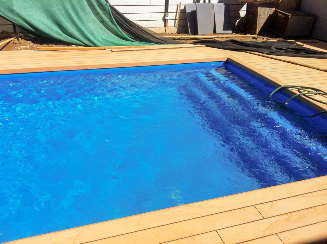 Proyecto piscina con deck de piscinas espectaculares homify for Piscinas espectaculares
