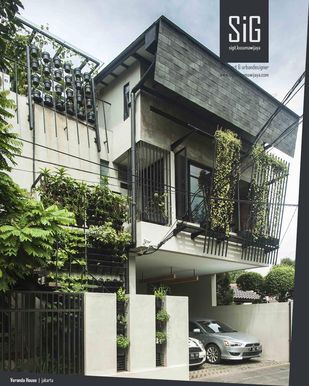 Rumah beranda green boarding house by sigit kusumawijaya