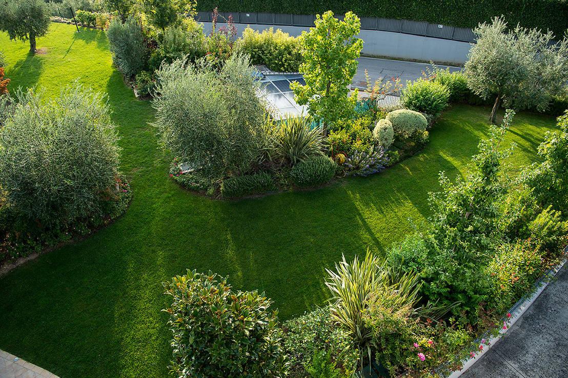 Siepi Miste Da Giardino giardino realizzato da lizzeri in provincia di brescia. di