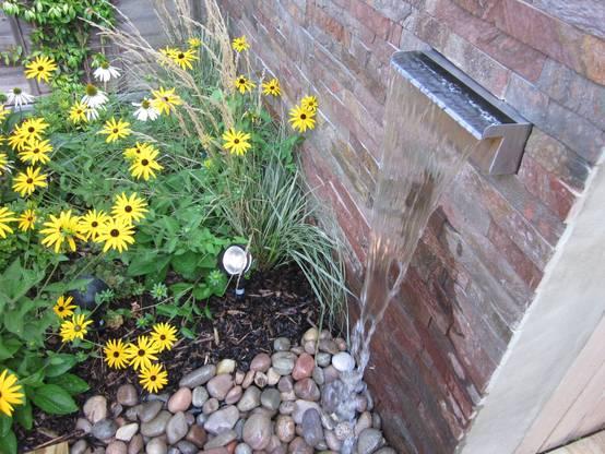 9 fuentes que se ver n sensacionales en jardines peque os for Fuentes para jardin pequeno