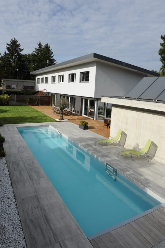 focus sur les piscines en acier inoxydable. Black Bedroom Furniture Sets. Home Design Ideas