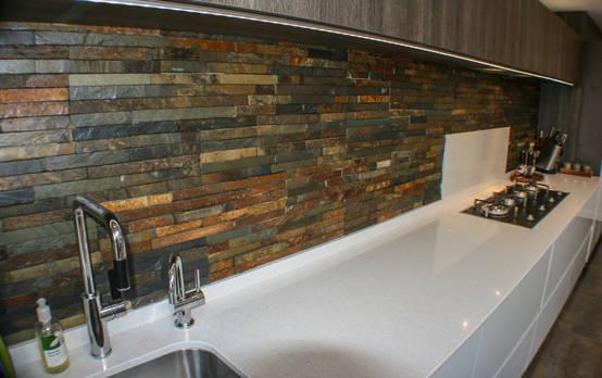 12 formas diferentes de revestir las paredes de la cocina for Recubrimiento para azulejos