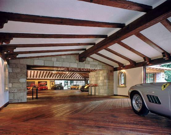 10 garajes y cocheras de madera for Garajes con jardin