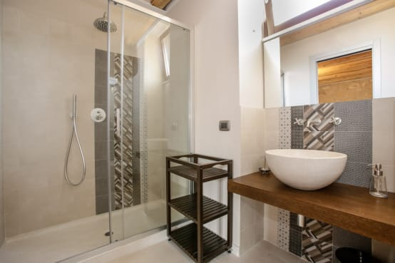 32 small yet modern bathrooms to copy