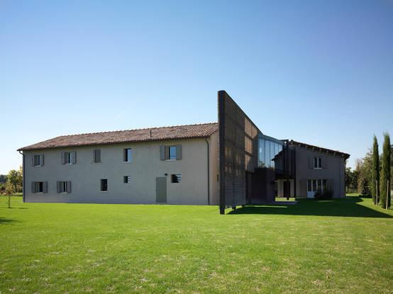 Homify 360 tra classico e moderno la ristrutturazione for Semplici piani di una casa colonica