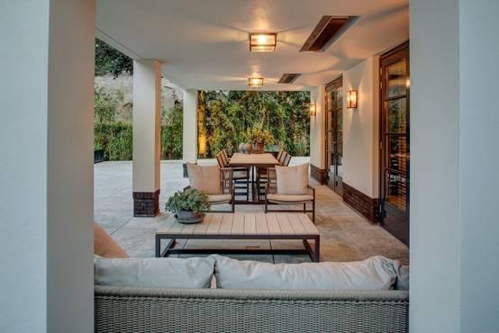 A great villa with a deceptive facade