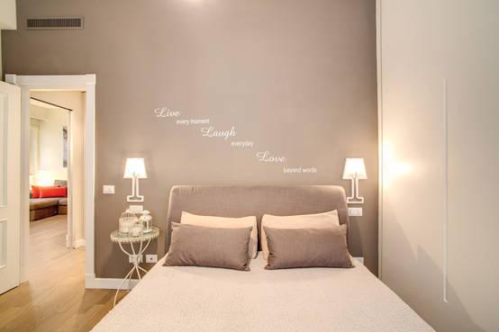 8 colori giusti per la parete dietro al letto - Camera da letto marrone ...