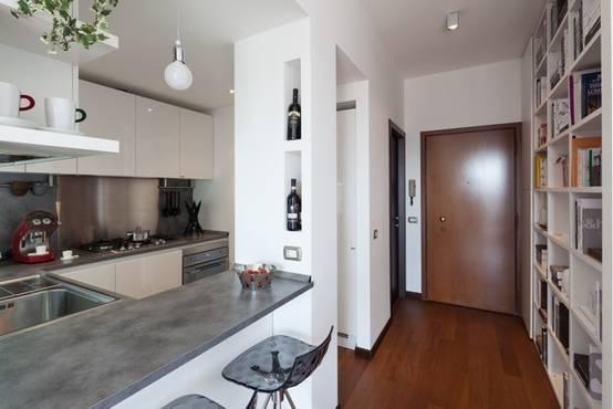 La sorprendente ristrutturazione di un piccolo for Esempi di ristrutturazione appartamento
