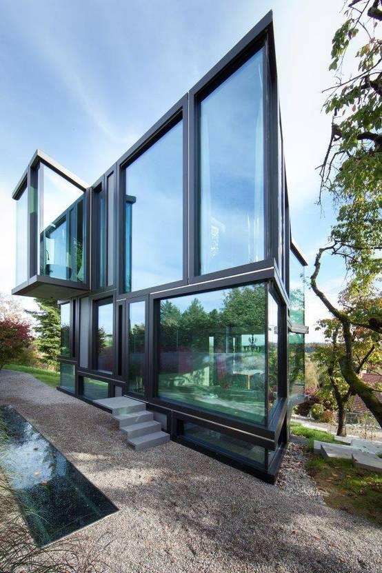 11 sensationelle h user mit viel glas. Black Bedroom Furniture Sets. Home Design Ideas