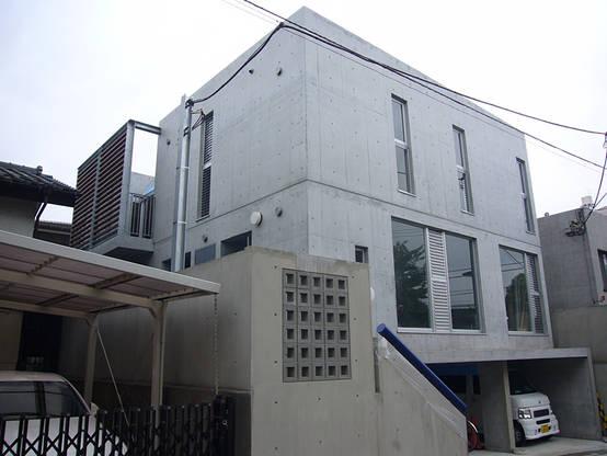 ギャラリーを併設した二世帯住宅