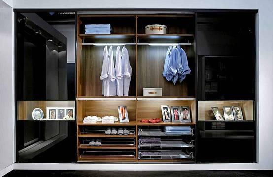 5 begehbare kleiderschr nke f r m nner. Black Bedroom Furniture Sets. Home Design Ideas