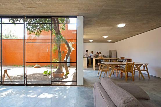 Onbewerkte Rauwe Muren : Een betonnen huis met veel natuurlijke invloeden