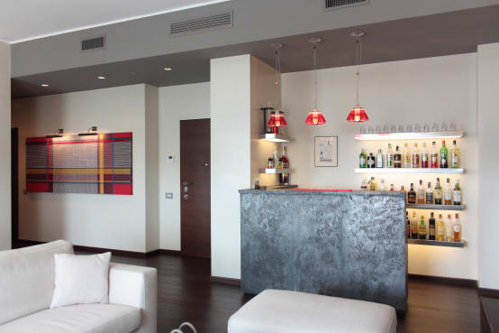 Angolo bar in casa idee ed esempi da copiare - Mobile bar taverna ...