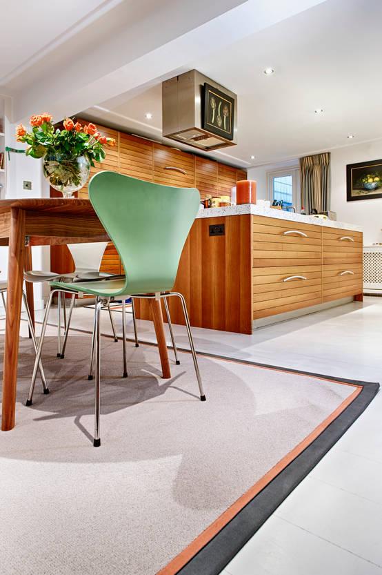 Stylish double bordered rug